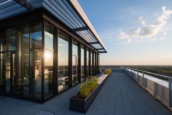 Location mit viel Glas und Dachterrasse